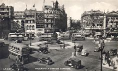 100 Years of Amazing Piccadilly Circus Photos - Flashbak Gorgeous Movie, Piccadilly Circus, Double Decker Bus, Bus Coach, Famous Landmarks, Old London, Embedded Image Permalink, Times Square, Travel Photography