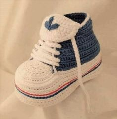 size 40 d3759 1fd19 Foto tutorial para hacer unos deportivos Adidas para bebé. Chaussures Au  Crochet, Crochet Pour
