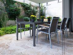 Voici un bel endroit pour passer de belles soirées en famille ou entre amis sur la terrasse Rustic en travertin – stonenaturelle