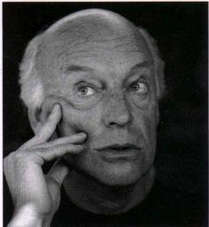 """Eduardo Galeano (1940-2015) D.E.P. _____________________________   """"Hay un único lugar donde ayer y hoy se encuentran y se reconocen y se abrazan. Ese lugar es mañana."""""""