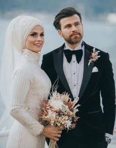29 Ideas For Photography Couples Fashion Bride Groom Muslim Wedding Dresses, Wedding Gowns With Sleeves, Wedding Hijab, Hijab Bride, Wedding Styles, Wedding Photos, Muslim Couples, Muslim Brides, Wedding Photography Poses