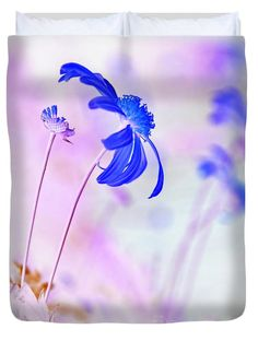 "Daisy in Blue Queen (88"" x 88"") Duvet Cover by Kaye Menner"