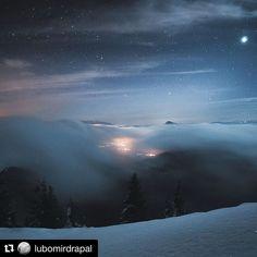 Tajomný nočný príbeh  #praveslovenske od @lubomirdrapal  #slovakia #slovensko #vratna #malafatra #nightsky #night #stars #nature #landscape #adventure #winter #snow #clouds #inversion #trees #hills #moon #lights