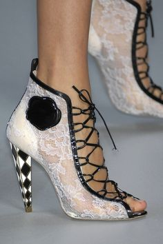 Viktor & Rolf S/S 2008, Paris Fashion Week except for the harlequin pattern    on the heels yuck
