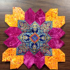 Lucy Boston (POTC/Patchwork of the Crosses) block made with English Paper Piecing. By Tracy Pierceall Patchwork Quilt Patterns, Hexagon Quilt, Square Quilt, Quilting Projects, Quilting Designs, Millefiori Quilts, Applique, Cross Quilt, Foundation Paper Piecing