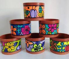 Flower Pot Art, Flower Pot Design, Mosaic Flower Pots, Painted Plant Pots, Painted Flower Pots, Pottery Painting Designs, Garden Crafts, Garden Art, Jar Art