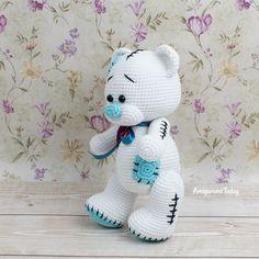 Amigurumi bear crochet pattern designed by Amigurumi Today Teddy Bear Patterns Free, Teddy Bear Sewing Pattern, Crochet Amigurumi Free Patterns, Crochet Toys, Crochet Appliques, Crochet Birds, Knitted Dolls, Crochet Animals, Teddy Bear Clothes