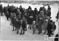 Finnish war children leaving Turku to go to Sweden or Denmark.