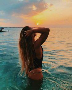 How to Take Good Beach Photos Beach Photography Poses, Beach Poses, Beach Shoot, Summer Photography Instagram, Fashion Photography, Cute Beach Pictures, Beautiful Pictures, Photos Bff, Tumblr Beach Photos