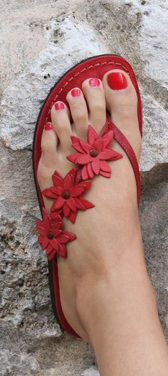 Red flat sandals decorated with flower, new collection.