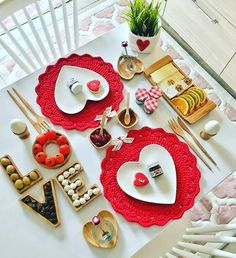 'Cos Love is all we need.batu with ・・・ Günay… 'Cos Love is all we need. Romantic Room Decoration, Romantic Table Setting, Food Decoration, Table Decorations, Patisserie Fine, Anniversary Gifts For Couples, Anniversary Dinner, Valentines Food, Food Platters