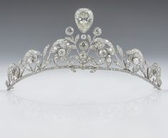 The Lannoy family tiara - worn by Countess Stephanie de Lannoy at her wedding to Prince Guillaume of Luxembourg. The tiara, made by Altenloh in Brussels, was previously worn by her sisters and sisters-in-law on their wedding days. Royal Crowns, Royal Tiaras, Crown Royal, Tiaras And Crowns, Diamond Tiara, Diamond Cuts, Ring Armband, Princess Stephanie, Bling