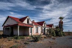 Old Buildings, Abandoned Buildings, Abandoned Places, Abandoned Cars, Australian Road Trip, Farmhouse Architecture, Building Painting, Art Village, Building Illustration