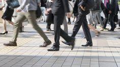 「同一労働同一賃金」は、一体何を変えるのか | 「日本型雇用」の現実と未来 | 東洋経済オンライン | 経済ニュースの新基準  年功序列に否定的なメッセージ  会社側に処遇差の説明責任が生じる?  待遇差が生じる「合理的な理由」の説明を会社が容易にするためには、職務を明確に分けていくことが重要になると思われる。しかし、特定の業種や多くの中小企業では、あらゆる業務が混然一体となって進められていることも多いため、職務分離がスムーズに運用できるかといえば難しいだろう。