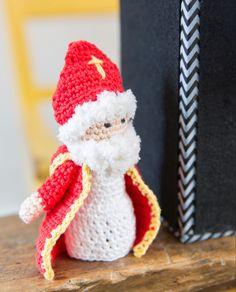Gratis Sint, Piet & Amerigo haakpatroon | Knippie Crochet Crafts, Crochet Dolls, Crochet Projects, Crochet Diagram, Free Crochet, Knitting Patterns, Crochet Patterns, Amigurumi Doll, Beautiful Crochet