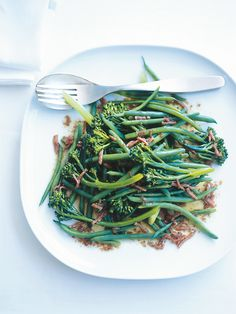 green beans and broccolini with bacon-balsamic dressing-donna hay Veggie Recipes, Vegetarian Recipes, Cooking Recipes, Healthy Recipes, Savoury Recipes, Side Recipes, Vegetable Sides, Vegetable Side Dishes, Donna Hay Recipes