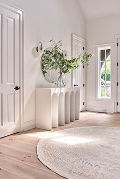 Airy Hamptons Home : Modern white interior by Timothy Godbold Entrance Table, House Entrance, Entrance Ideas, Grand Entrance, Apartment Entrance, Foyer Design, Entrance Design, Front Rooms, Foyer Decorating