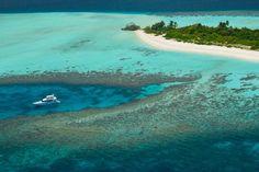 Férias em uma ilha particular nas Maldivas. Uma ilha para chamar de sua: Four Seasons Private Island Maldives at Voavah, em uma reserva da Biosfera da UNESCO, é a primeira ilha privada oferecida pelo grupo  O Four Seasons prepara para o final de 2016 uma hospedagem que entrará para a lista das mais exclusivas do mundo: uma ilha particular, com capacidade para 22 hóspedes, em uma casa de praia de sete quartos, que possui centro de mergulho, spa e um iate de 62 pés à disposição.