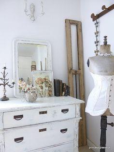 princessgreeneye: <3 Eclectic Design, Rustic Design, Interior Design, White Bedrooms, Shabby Chic Bedrooms, Dream Bedroom, Master Bedroom, Vintage Vignettes, Homekeeping