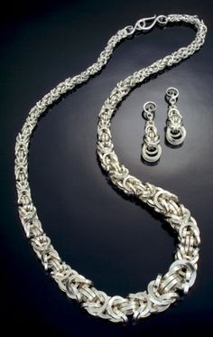 Tapered Byzantine Necklace & Byzantine Drop Earrings (using square wire rings) by Julia Lowther  (Flying Fox Jewelry); oxidized sterling silver.