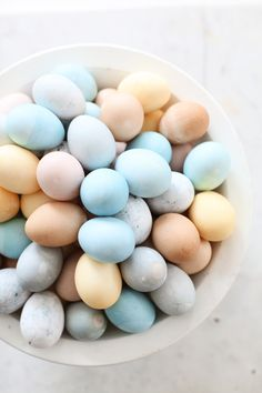 Using fruits and vegetables to dye eggs  | Dreamy Whites