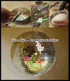 Globo feito com pedaços de CDs