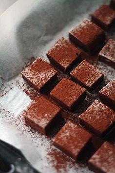 Suklaavaahtokarkit // Chocolate Marshmallows Food & Style Annamaria Niemelä, Lunni Leipoo Photo Annamaria Niemelä www.maku.fi