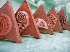 Pintaderas, sobre una base también de barro, tradición y creación.