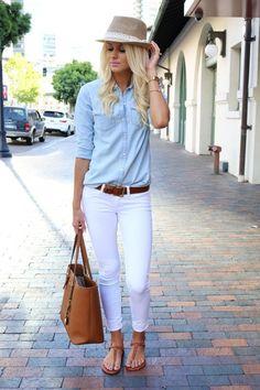 Pomysłowa stylizacja - białe spodnie w roli głównej