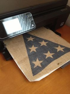 Craft paper transfer method using printer of July burlap party banner decoration (Pottery Barn knockoff on the cheap) Burlap Projects, Burlap Crafts, Diy Projects, 4th Of July Party, Fourth Of July, Patriotic Party, July Crafts, Holiday Crafts, Holiday Ideas