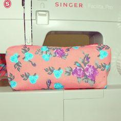 #handmade #sewing #makeupbag #vintage #vintagebag #flower #urbanalitoranea #feitoamao #Brasil #doBrasil #flowercakesag