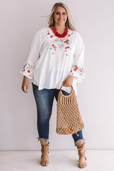 Poolside Pina Coladas Embroidered Shift Top In White - Poolside Pina Coladas Embroidered Shift Top In White Source by - Fashion For Women Over 40, Fashion Over, Curvy Fashion, Boho Fashion, Plus Fashion, Plus Size Fashion For Women Summer, Style Grunge, Hipster Grunge, Soft Grunge