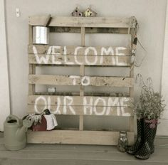 We have a pallet just sitting by our garage. Seems pretty easy! Porch Entry, Front Porch, Porch Swing, Diy Pallet Projects, Home Projects, Pallet Porch, Pallet Creations, House With Porch, Porch Decorating