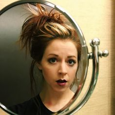 Lindsey Stirling(FB) says: I'm looking at the girl in the mirror Lindsey Stirling Style, Best Violinist, Celtic Music, Artists And Models, Simple Pictures, Female Singers, Female Characters, The Magicians, Role Models