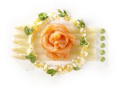 2012 Culinair - zomer | Gemarineerde asperges met gerookte zalm, mimosa van ei en kruidenemulsie    Kook mee met maison van den Boer op www.maisonvandenboer.com/105culinair/107