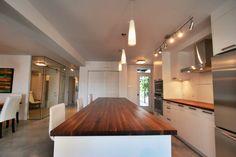 Aire ouverte Kitchen Island, Condo, Design, Home Decor, Island Kitchen, Decoration Home, Room Decor, Interior Design, Design Comics