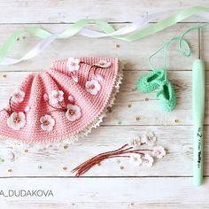 Алёна Дудакова(@a_dudakova) - Instagram photos and videos Crochet Doll Clothes, Knitted Dolls, Doll Clothes Patterns, Crochet Dolls, Crochet Baby, Knit Crochet, Holiday Crochet Patterns, Diy Doll, Amigurumi Doll