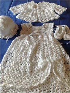 free crochet pattern for baby christening dress Baby Girl Crochet, Crochet Baby Clothes, Crochet Baby Dresses, Crochet Christening Patterns, Baby Christening Dress, Baptism Dress, Gown Pattern, Baby Patterns, Crochet Patterns