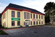 Hostel am G�terbahnhof Neubrandenburg Hostel am G?terbahnhof is located in Neubrandenburg City Centre, opposite the train station. The modern hostel opened in May 2015, offering guests a WiFi hotspot as well as parking directly in front of the property.