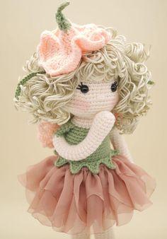 Amigurumi de ganchillo muñeca  hada de la flor de guisante de