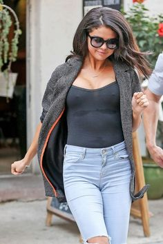 Selena Gomez Zonder BH In New York  http://prutsfm.nl/prutsfm/index.php/showbizz/selena-gomez-zonder-bh-in-new-york