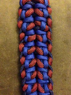 of lighter blue, for dark blue, 12 ft of red. For a inch bracelet. Paracord Tutorial, Paracord Ideas, Paracord Projects, 550 Paracord, Paracord Bracelets, Paracord Weaves, Red And Blue, Dark Blue, Beaded Skull