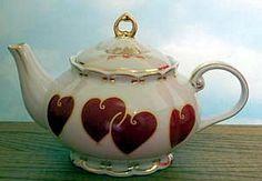Valentine Hearts 5- 6 Cup Scalloped Teapot - Fielder Keepsakes