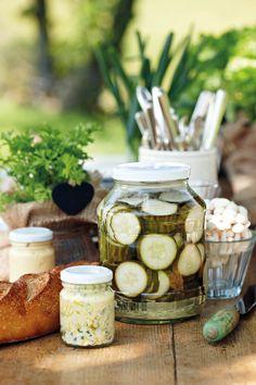 Hierdie is n wenresep, al manier hoe ek my komkommers inlê. Marinade Sauce, South African Recipes, Frozen Meals, Kos, Preserves, Pesto, Pickles, Sweet Treats, Yummy Food