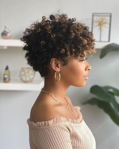"""Big Chop"" with Flair: How to Rock Your TWA with Confidence We LOVE a fabulous hair transformation💞 by at Jasmere 😍 Do you love it as much as we do? Tapered Natural Hair, Natural Hair Braids, Natural Afro Hairstyles, Natural Curls, Undercut Natural Hair, Big Chop Natural Hair, Short Natural Curly Hair, Short Curly Haircuts, Short Hair Cuts"