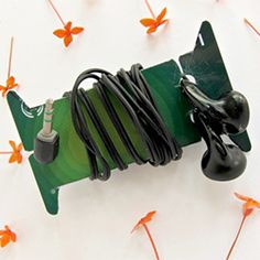 Make your own earphone holder using an expired credit or membership card.