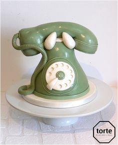 Vintage telephone birthday cake #birthday #cake #telephone #vintagephone