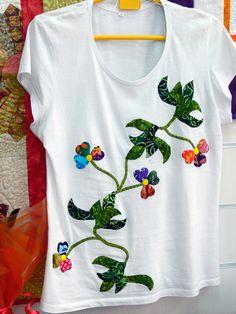 Camiseta aplicación floresCamiseta aplicación flores. Trabajo de Nieves Lana. Tienda Anjana Patchwork. Santander