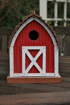 Little Red Barn Birdhouse. I would love this in my yard. Bird House Plans, Bird House Kits, Bird House Feeder, Bird Feeders, Vignette Design, Birdhouse Designs, Birdhouse Ideas, Bird Houses Diy, Red Cottage