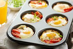 Oeufs à la pancetta No Salt Recipes, Paleo Recipes, Ways To Cook Eggs, Pie Co, Weird Food, Everyday Food, Entrees, Delish, Breakfast Recipes